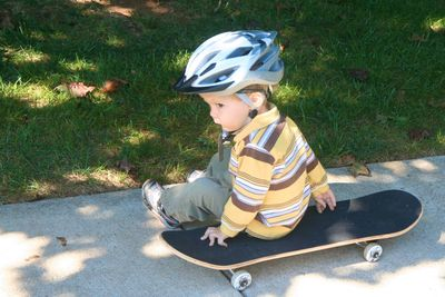 Zah-on-skateboard-91310-1