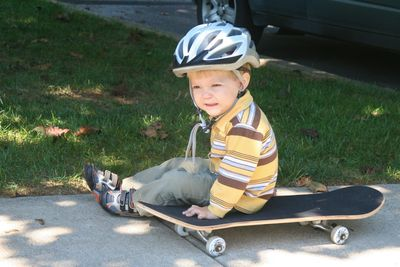 Zah-on-skateboard-91310-2