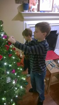Noah ez decorating